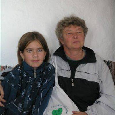 A novaji Daragó Terike tanár néni egy kis tanítványával a debreceni zöldszíves találkozón