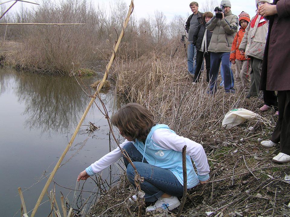 Az Őrjegi mocsárnál vízvizsgálatokat végeztünk. Zöld Szív Országos Találkozó, Kalocsa, 2006