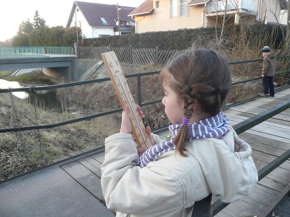 Pomázi zöldszívesek a Dera pataknál végeznek vizsgálatokat